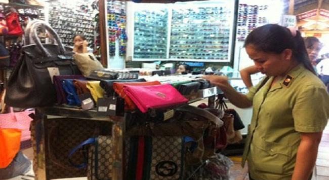 Thu giữ hàng ngàn sản phẩm giả nhãn hiệu Chanel, Louis Vuitton