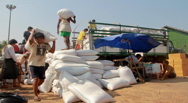 Trung Quốc tạm ngưng nhập khẩu gạo tiểu ngạch từ Myanmar