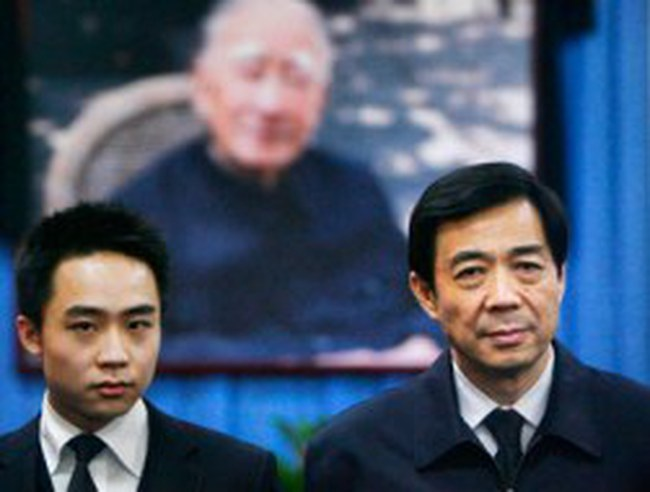 """Con trai Bạc Hy Lai bảo vệ cha là người """"chính trực"""""""