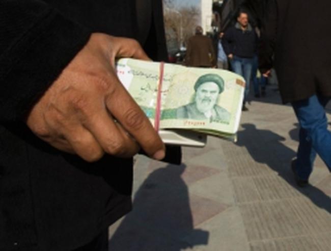 Đồng nội tệ của Iran bên bờ sụp đổ hoàn toàn