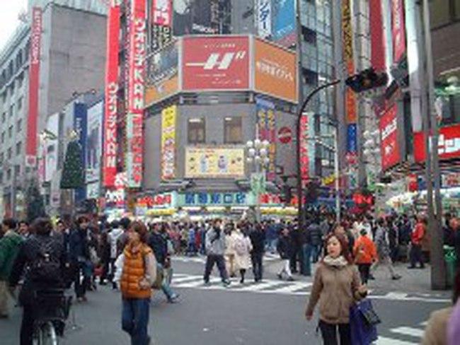 Nhật Bản: 'Trốn' khủng hoảng bằng ... nợ