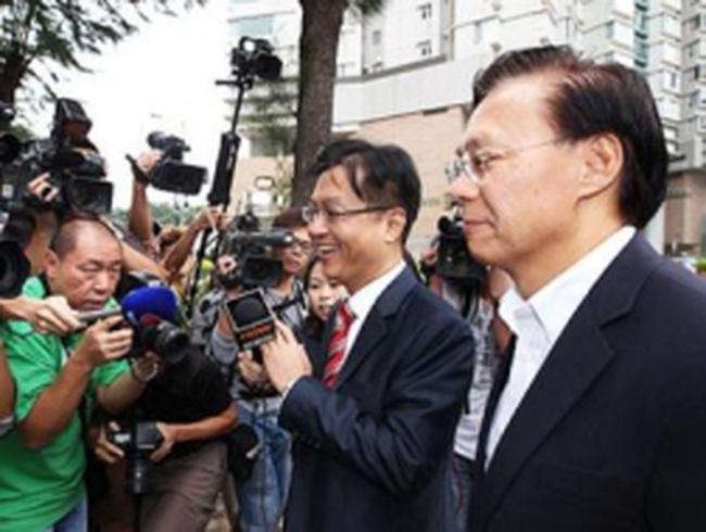 Cựu Bộ trưởng Hong Kong ra tòa vì gian lận
