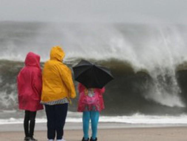 Nước Mỹ nín thở trước giờ siêu bão Sandy đổ bộ