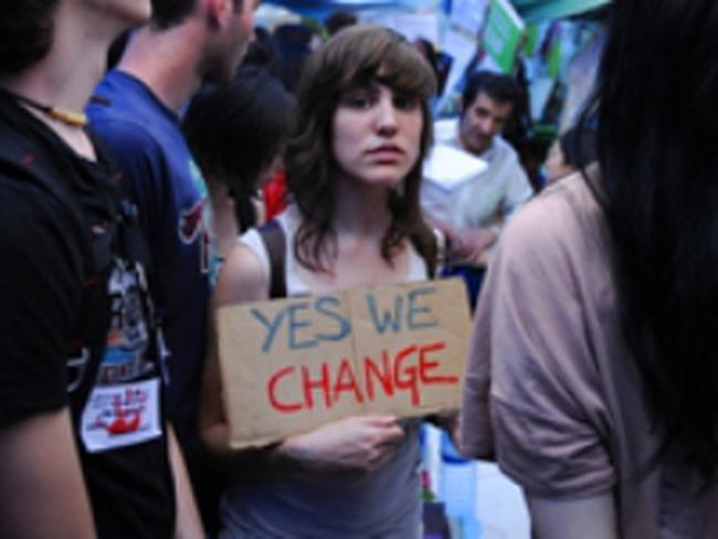 Thất nghiệp trong vô vọng, giới trẻ châu Âu tìm về thuộc địa cũ