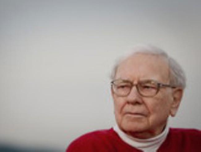 Tiền mặt của Berkshire Hathaway gần chạm mức cao kỷ lục