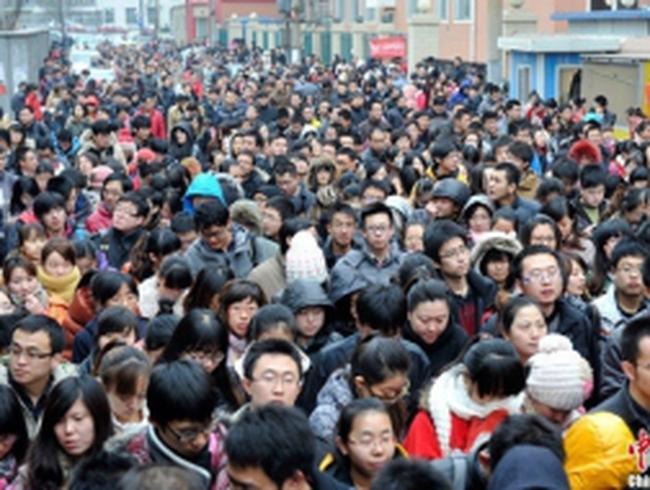 Sĩ tử Trung Quốc chen chân thi công chức