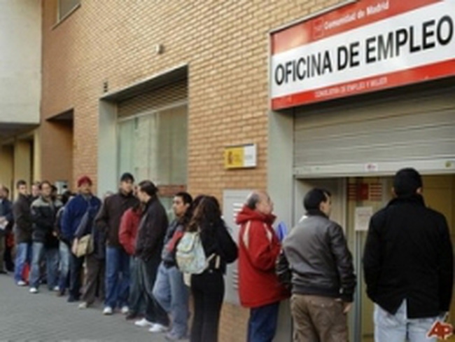 Tây Ban Nha tiếp tục chìm trong suy thoái kéo dài
