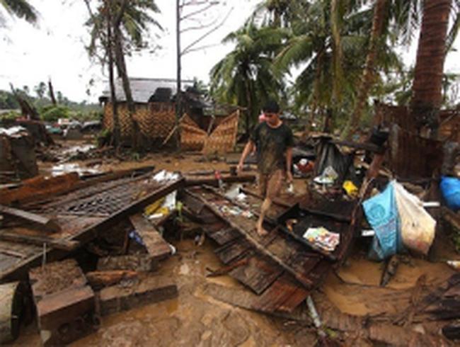 Philippines hoang tàn sau bão lớn