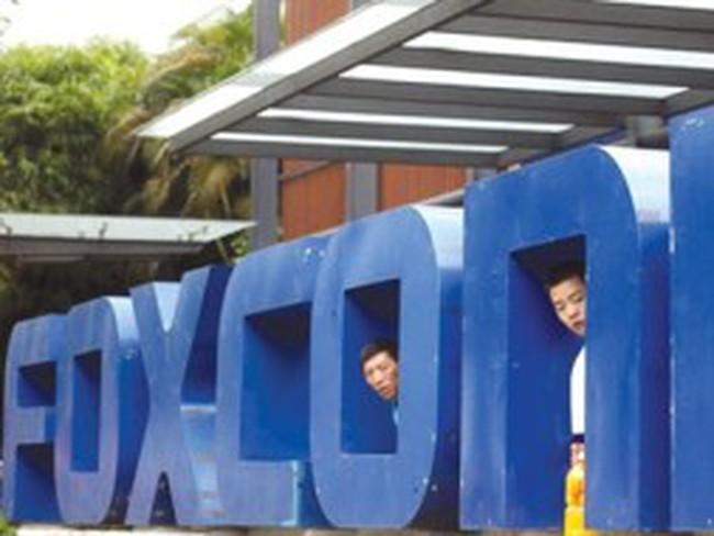 Foxconn: Người khổng lồ muốn đứng hai chân