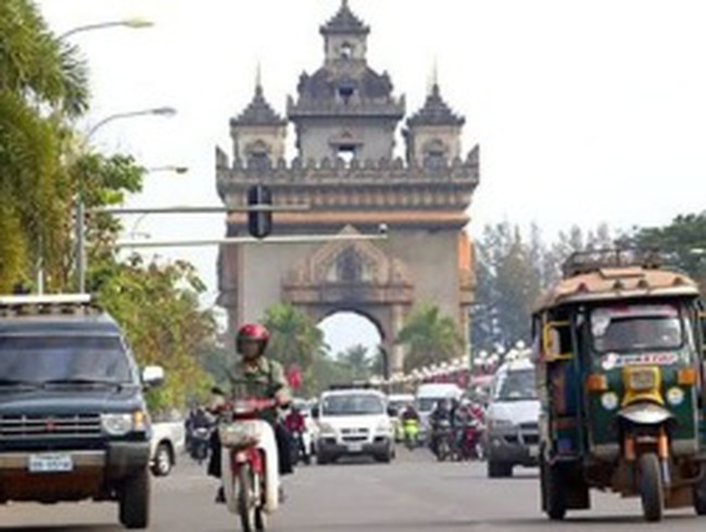"""Trung Quốc rót hàng tỷ """"đô"""" vào bất động sản Lào"""