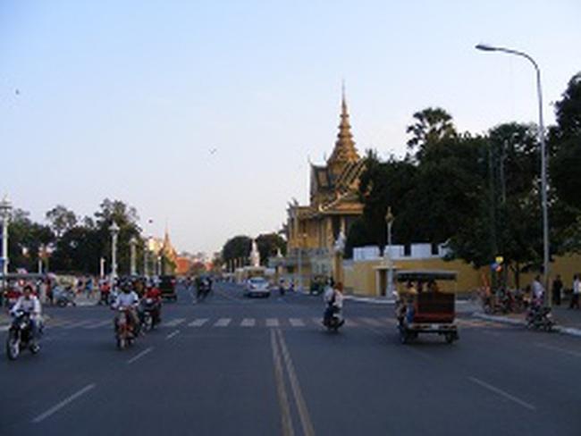 Trung Quốc tích cực đổ tiền vào Campuchia
