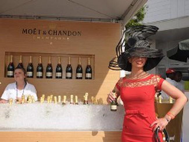 Dân Mỹ, Pháp đón tết không Champagne