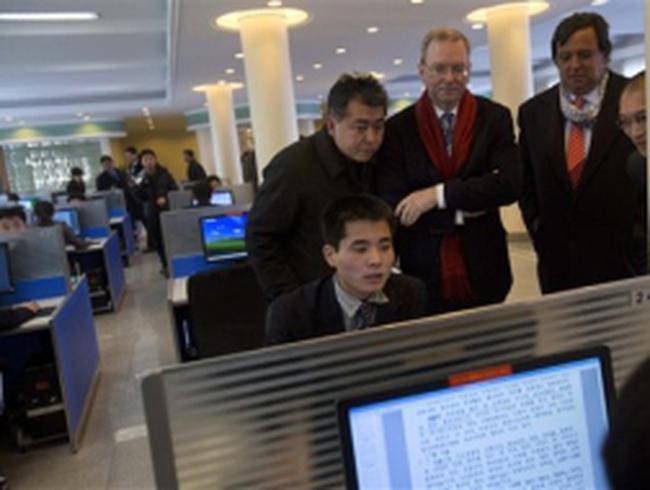 Chủ tịch Google xem người Triều Tiên dùng Internet