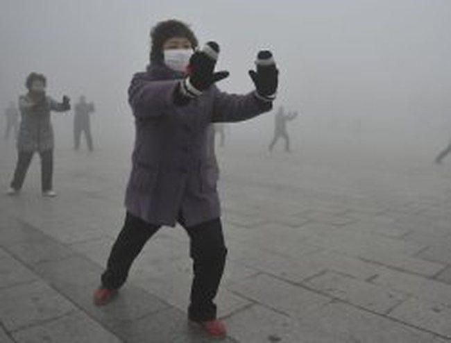 Trung Quốc: Cổ phiếu công ty sản xuất khẩu trang tăng vọt vì ô nhiễm không khí