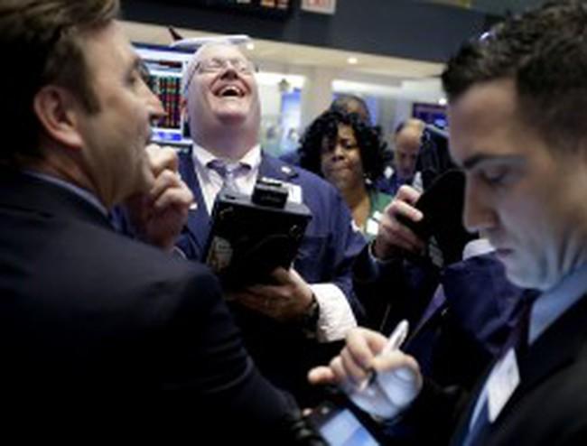 Dow Jones phá vỡ mốc 14.000 điểm