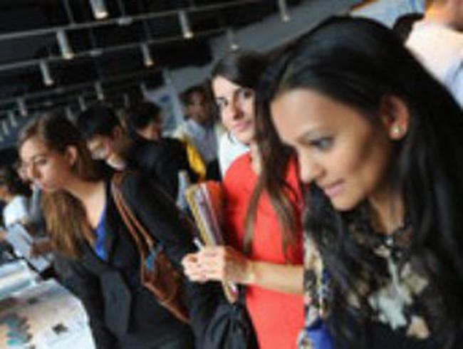 Mỹ: Số đơn xin trợ cấp thất nghiệp giảm mạnh