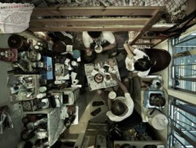 Sốc với cuộc sống trong căn hộ vài m2 của người Hồng Kông