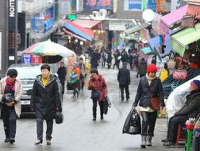 Gia đình Hàn Quốc oằn mình với gánh nợ