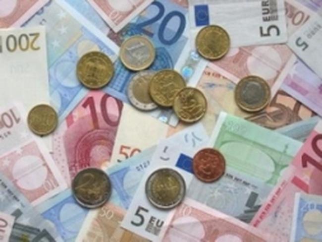 Các thị trường mới nổi cắt giảm mạnh dự trữ đồng euro