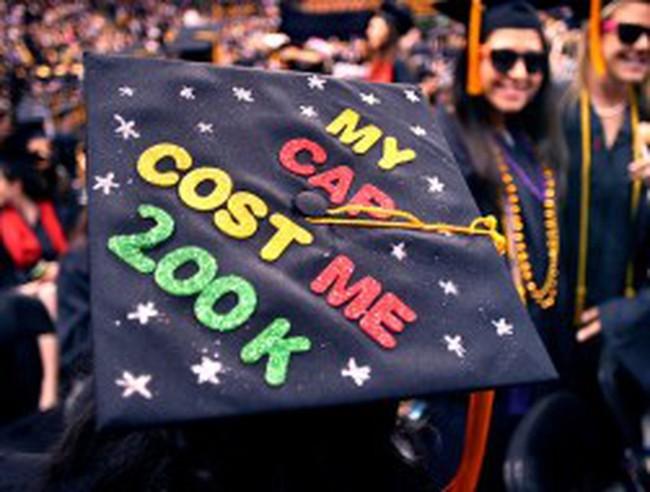 Nợ sinh viên đè nặng giấc mơ Mỹ