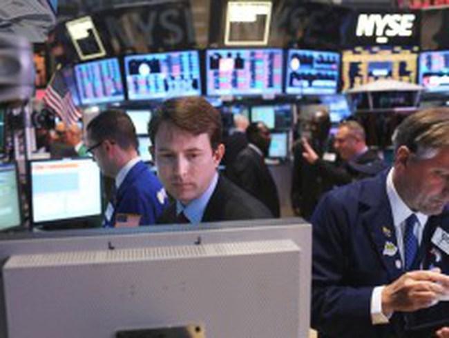 """S&P 500 và Dow Jones """"lao dốc không phanh"""""""