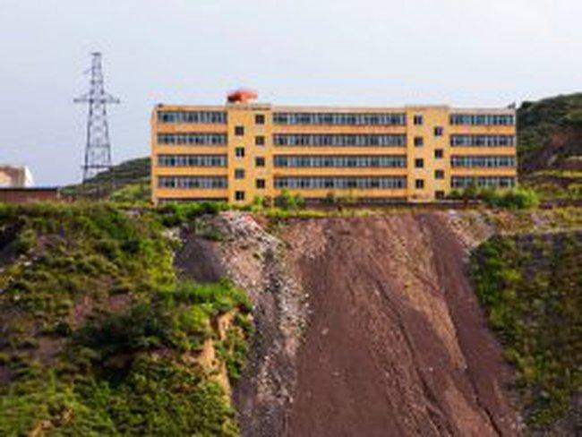 Trung Quốc: Một vụ mua bán mỏ than đen tối như than