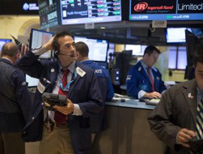 Đồn đoán về động thái của Fed khiến TTCK Mỹ giảm điểm