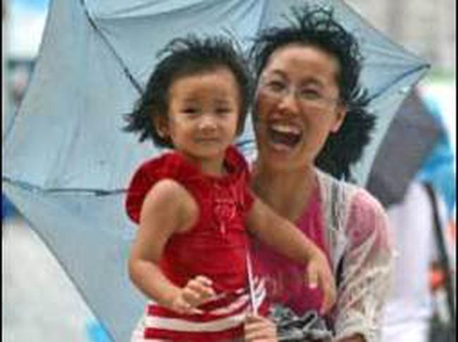 TTCK Hồng Kông đóng cửa vì bão Utor