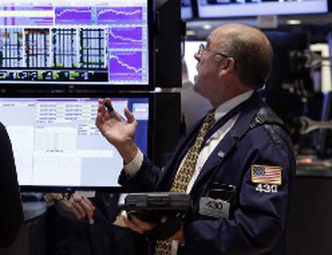 Dow Jones rớt hơn 200 điểm sau báo cáo việc làm
