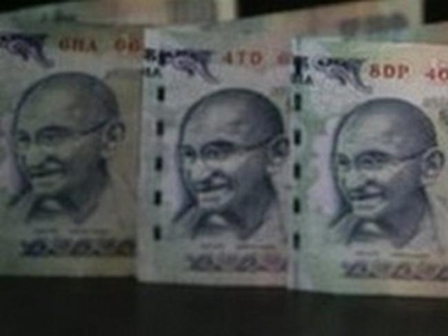 Ấn Độ: Đồng rupee và chỉ số chứng khoán giảm mạnh