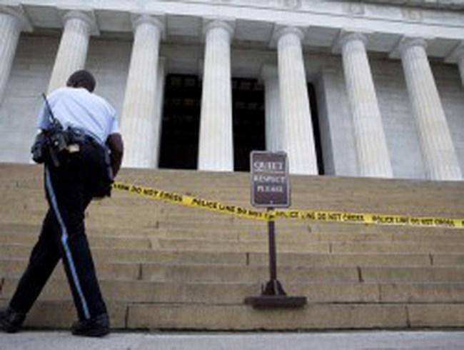 Chính phủ Mỹ đóng cửa, phố Wall bật tăng