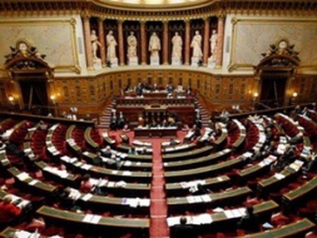 Pháp thông qua dự luật phạt DN cố tình đóng cửa