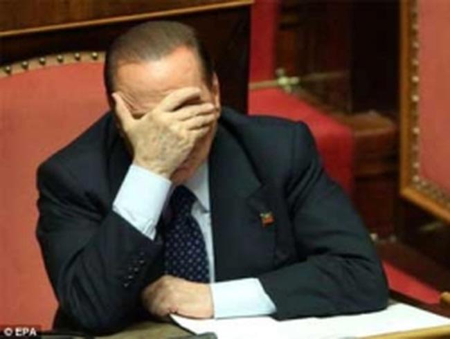 Cựu Thủ tướng Ý Berlusconi đi nhặt rác 1 năm