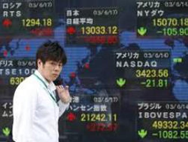Lo ngại về trần nợ Mỹ, chứng khoán châu Á tiếp tục rớt mạnh