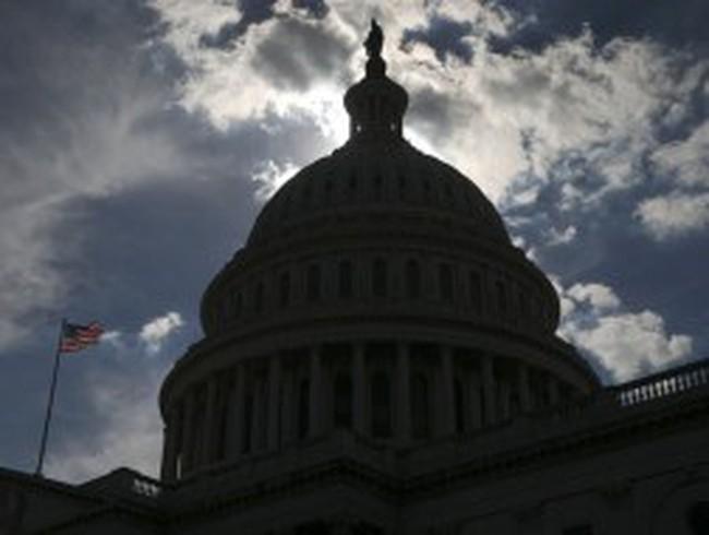 Fitch dọa hạ bậc xếp hạng của Mỹ