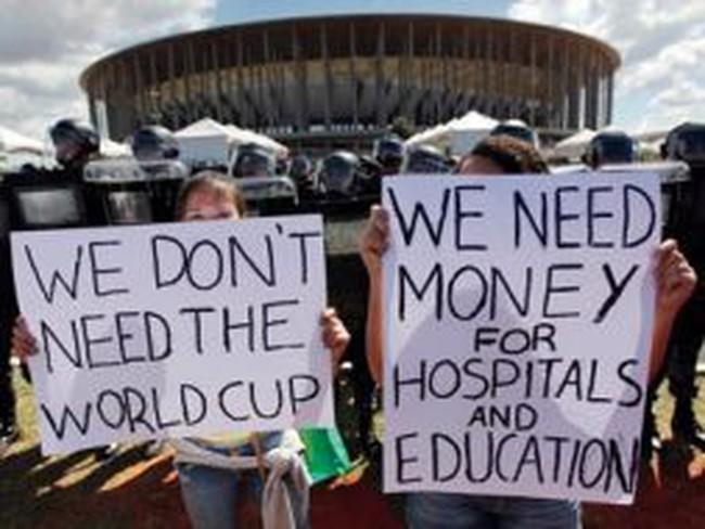 World Cup 2014 - Gánh nặng của người dân Brazil