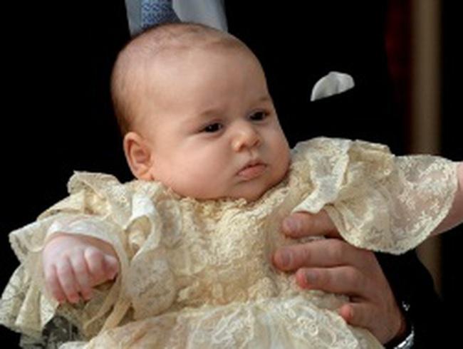 Hoàng tử bé nước Anh xuất hiện tại lễ rửa tội
