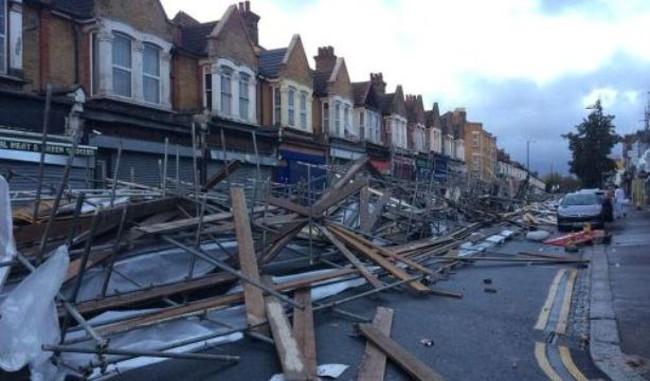 Hình ảnh siêu bão Thánh Jude tàn phá châu Âu