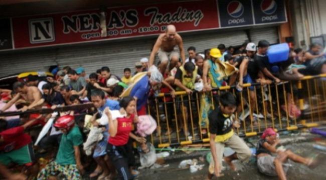 Đau lòng cảnh cướp giật giành miếng ăn ở Philippines