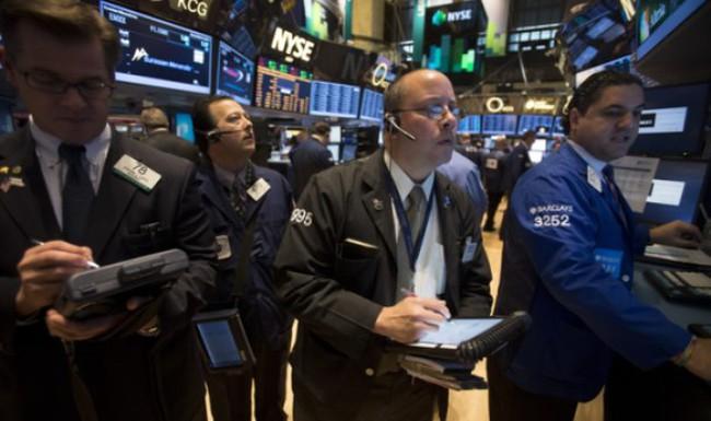 Dow Jones lần đầu đóng cửa trên 16.000 điểm