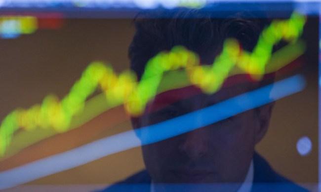 S&P 500 giảm điểm, Dow Jones lập kỷ lục sau thỏa thuận hạt nhân Iran