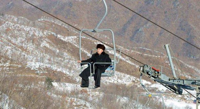 Ông Kim Jong Un đi cáp treo