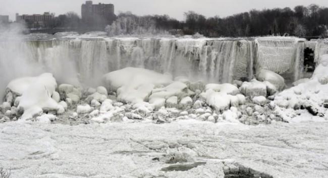 Thác Niagara đông cứng vì nhiệt độ quá thấp