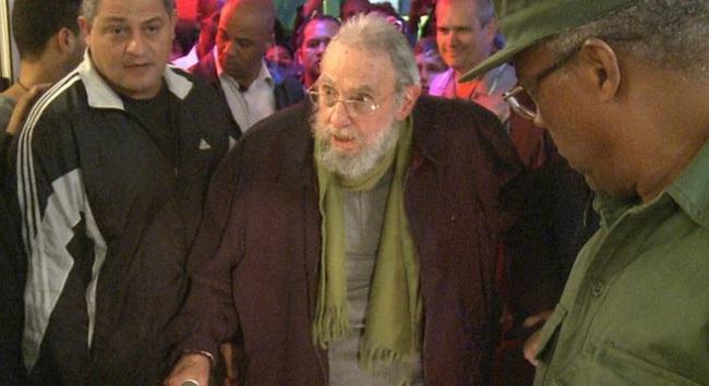 Lãnh tụ Fidel Castro bất ngờ xuất hiện trước công chúng