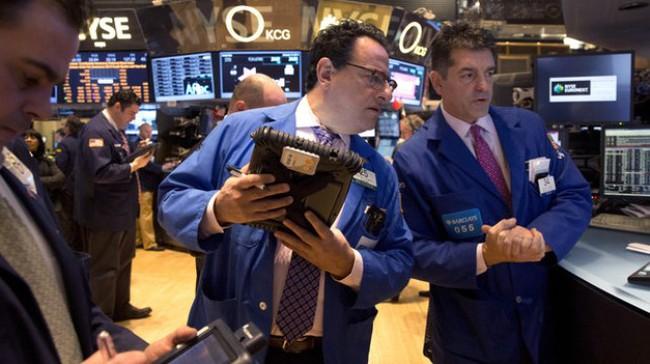 S&P 500 giảm mạnh nhất 2 tháng