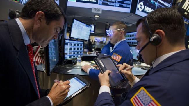 S&P 500 giảm điểm vì lợi nhuận gây thất vọng