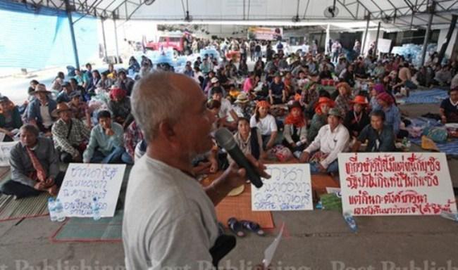 Thái Lan: Ngân hàng cho chính phủ vay tiền trả nông dân