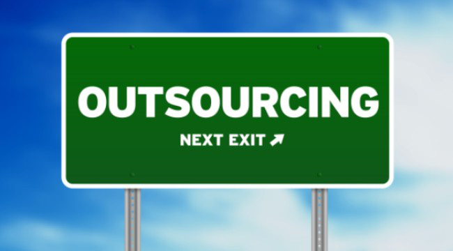 """Khi chính phủ đi """"outsource"""""""