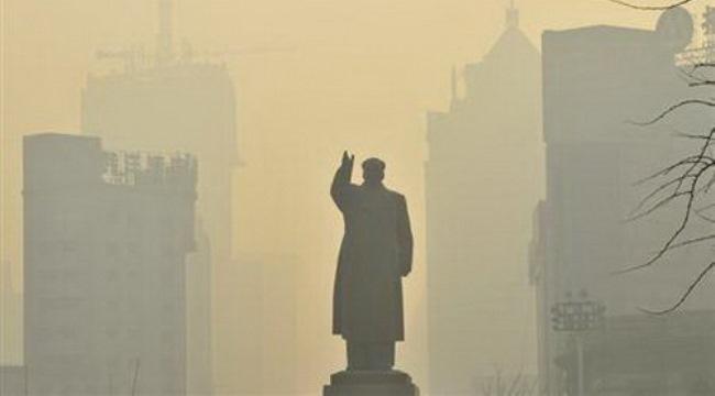 Người nước ngoài tháo chạy khỏi Trung Quốc để tránh khói độc