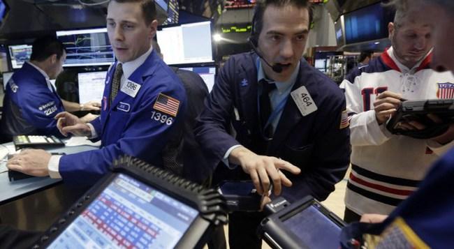 Chứng khoán Mỹ giảm điểm sau số liệu thất vọng